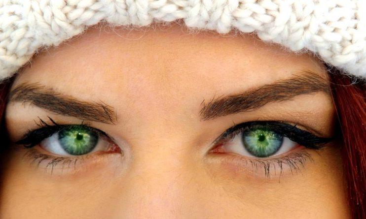 đôi mắt màu xanh lục